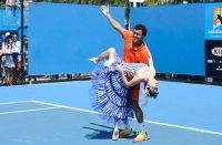 """Tsonga a dansat la Melbourne, la propriu. Va """"dansa"""" până în finală? (foto)"""
