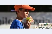 Cum și de ce să participați la turneul de tenis pentru amatori Tennis for People: jucați tenis, ajutați copii în dificultate