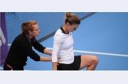 Victorie pătimită, dar prețioasă: Simona Halep merge în turul 3 la Beijing, se revede cu Petkovic