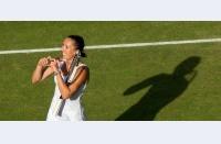 Se schimbă campioana la Wimbledon, Petra nu trece de prima săptămână. Gael și Gilles își completează opera