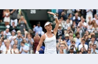 Djokovic rezolvă restanța, Sharapova și Radwanska revin în semifinale. Wimbledon intră în linie dreaptă cu sferturile băieților