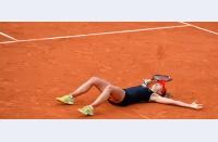 #ImJustHereForTheHandshake: Favoriții trec mai departe, dar Roland Garros livrează telenovele la ceas de seară