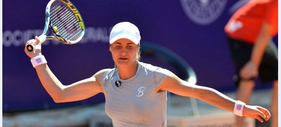 Reversul medaliei: Monica pierde cu Radwanska după mingi de set ratate. Câștigă, însă, din nou la dublu, alături de Simona