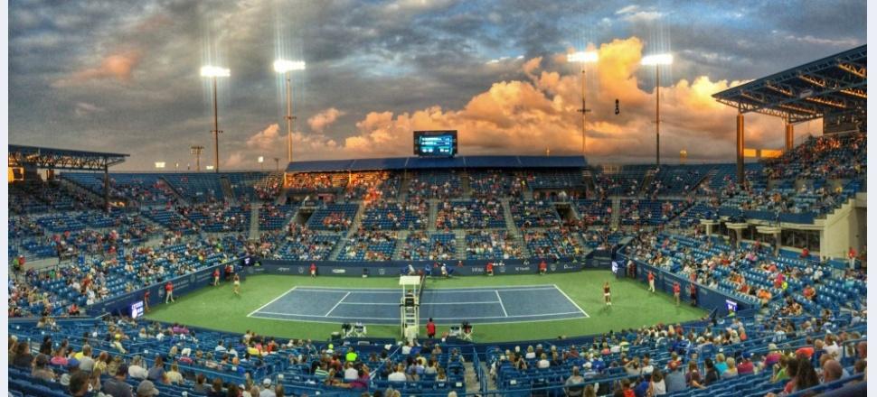 La Cincinnati, tenisul se reîntoarce în habitatul său natural: intensiv, obsedat de sine și comic
