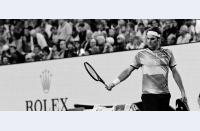 Roger Federer sfidează iar timpul, se califică în finala Australian Open după cinci seturi cu Wawrinka