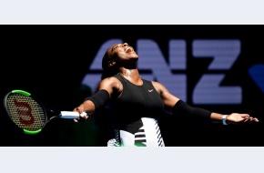 Serena Williams câștigă Australian Open în finala cu Venus, își recuperează primul loc în lume